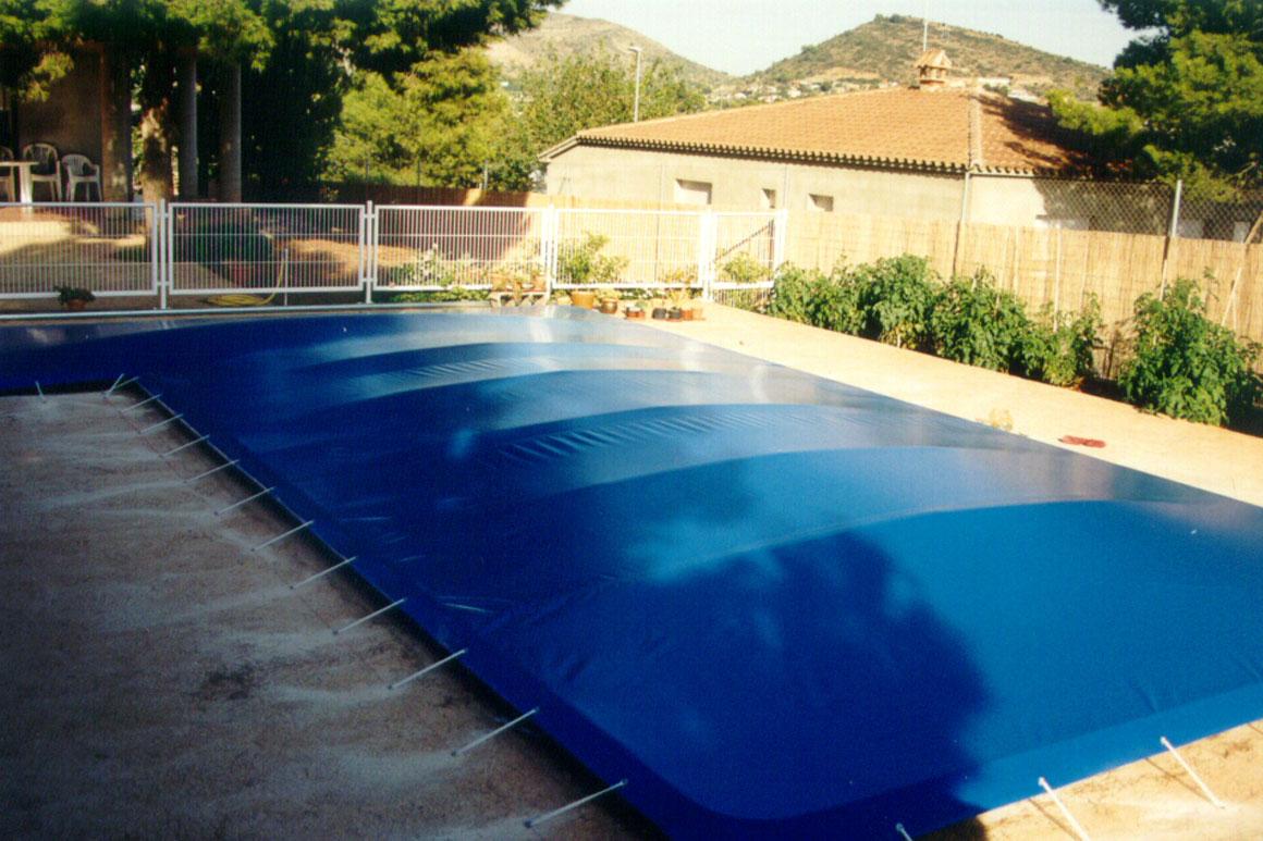 Toldos en castell n carpinter a de aluminio en castell n for Lonas para tapar piscinas