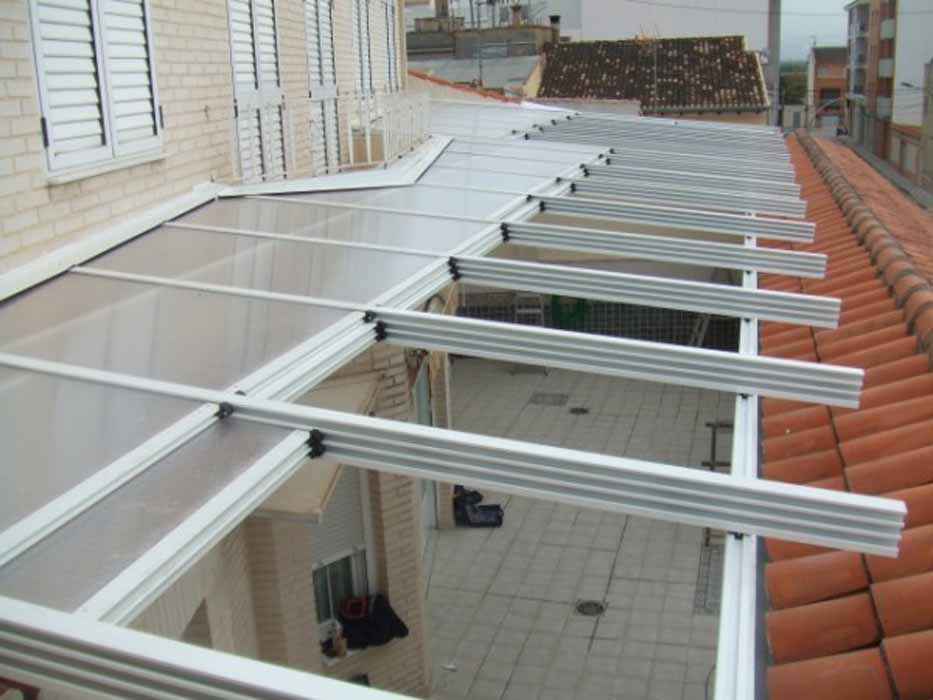 Toldos en castell n carpinter a de aluminio en castell n for Techo policarbonato transparente