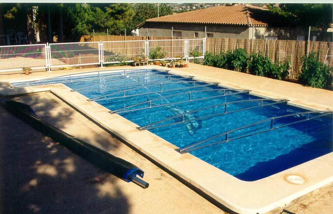 toldos y lonas para cubrir piscinas en castell n toldos On toldos de piscina