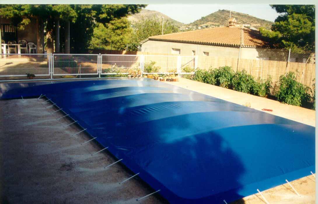 Toldos y lonas para cubrir piscinas en castell n toldos for Lonas para tapar piscinas
