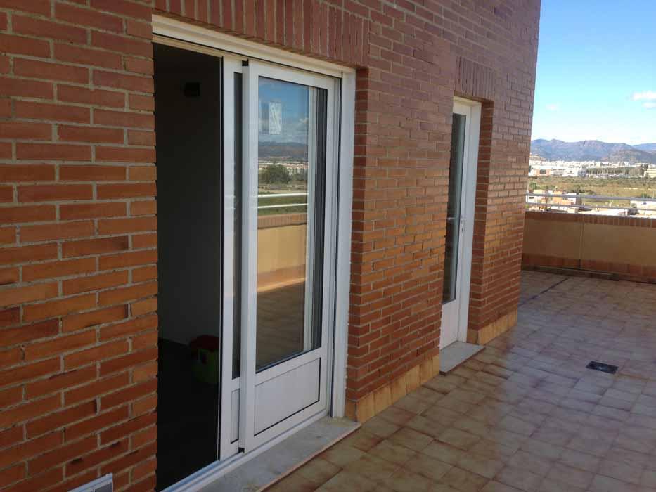 Puertas y ventanas de aluminio y pvc en castell n toldos for Puertas de terraza de aluminio